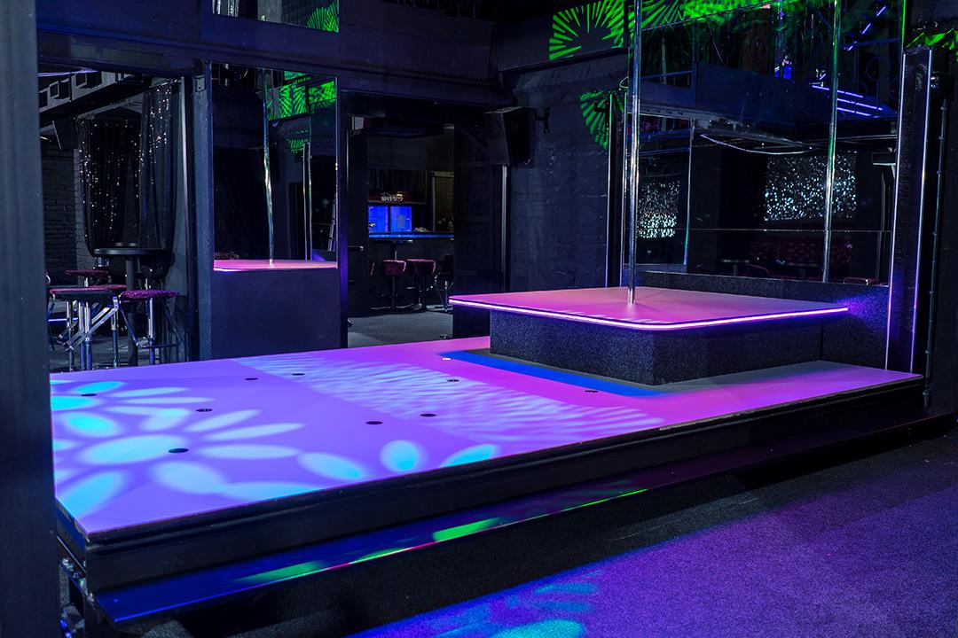 Discover Most Sexy Girls In Best Nightclub In Prague -7561